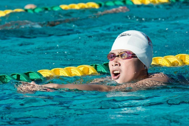 Team China swimmer during warm up (photo: Mike Lewis, Ola Vista Photography)