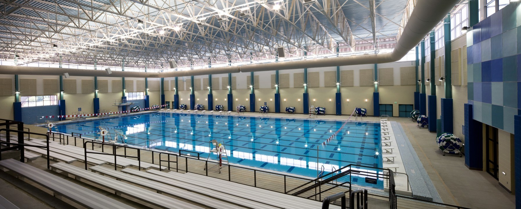 The modern competition pool - University of birmingham swimming pool ...
